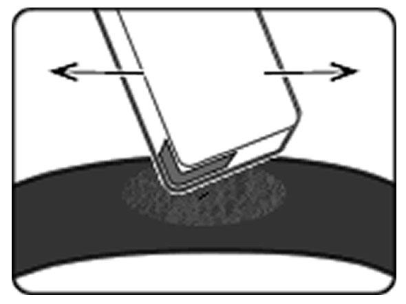 自転車のパンク修理方法②:パンク穴をふさぐ 2.サンドペーパーでこする