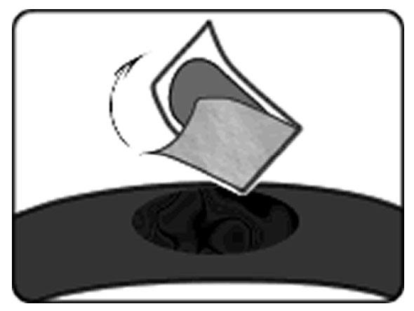 自転車のパンク修理方法②:パンク穴をふさぐ 4.パッチを貼る